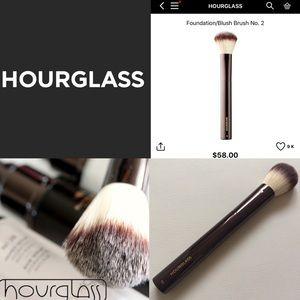 HOURGLASS Foundation/Blush Brush No.2